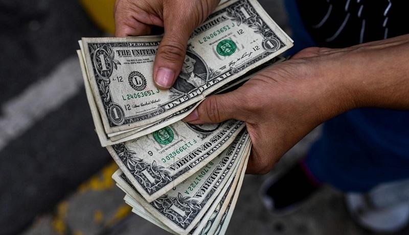 بازار دلار به کام فروشندهها
