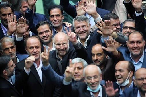 صبح ما از واکنشهای کاربران توئیتر به دستکاری مجلس انقلابی در سند بودجه ۱۴۰۰ گزارش میدهد