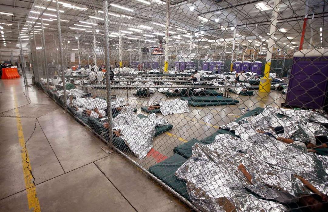 طراح حبس کودکان مهاجر در دولت ترامپ فکر میکند که سیاستهای مهاجرتی بایدن ظالمانه است؟