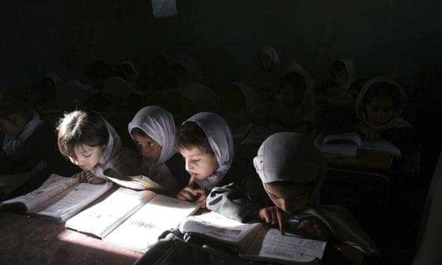 درخواست معلمان افغان از جهانیان برای دفاع از آموزش دختران؛ روی برنگردانید!